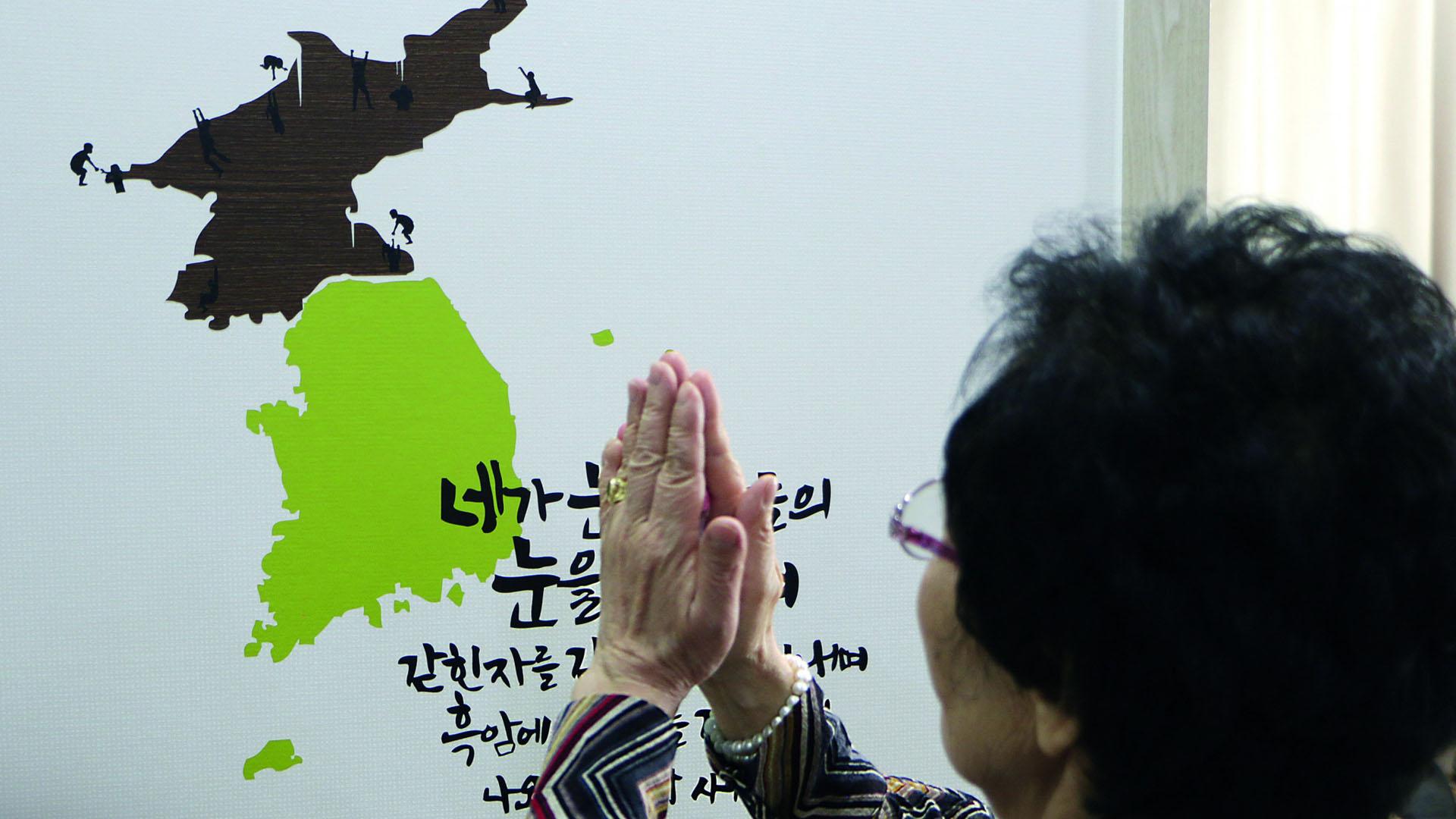 Eine aus Nord- nach Südkorea geflohene Christin betet für ihre Glaubensgeschwister im Norden. Ihr Mann musste wegen seines Glaubens in Nordkorea sterben.