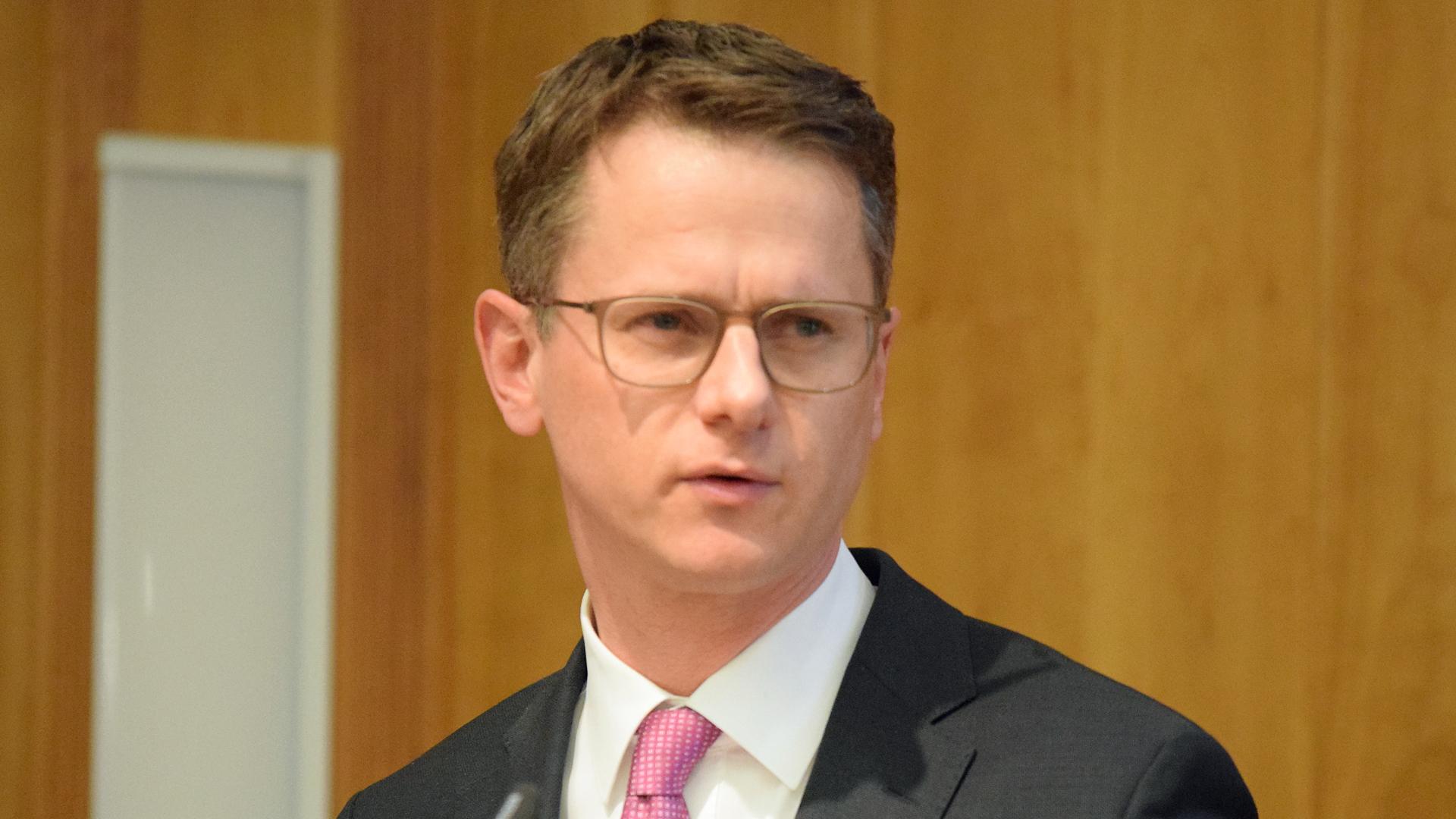 Carsten Linnemann fordert strengere Regeln für den Umgang mit islamischen Fundamentalisten in Deutschland