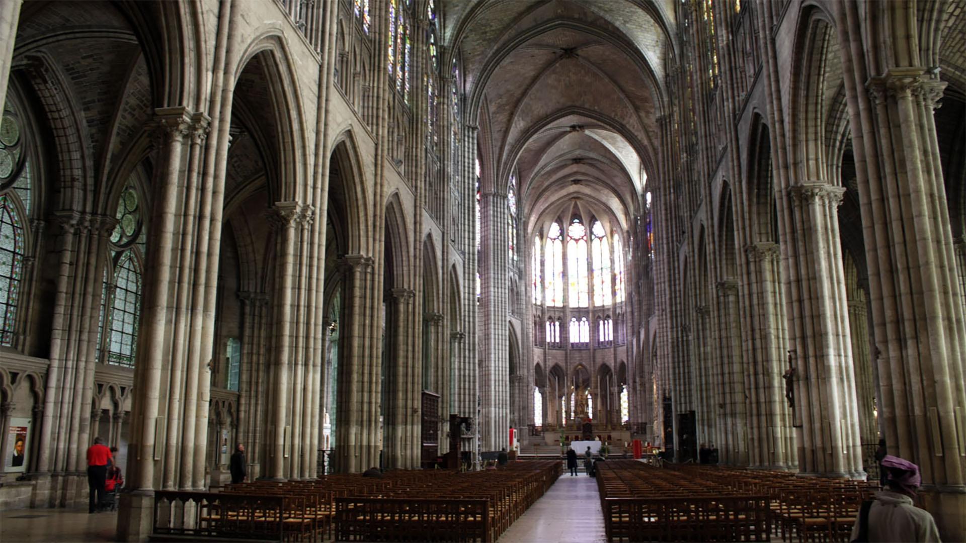 Kirchen in Frankreich, wie hier die Kathedrale von Saint-Denis, sind immer häufiger Ziele von Vandalismus