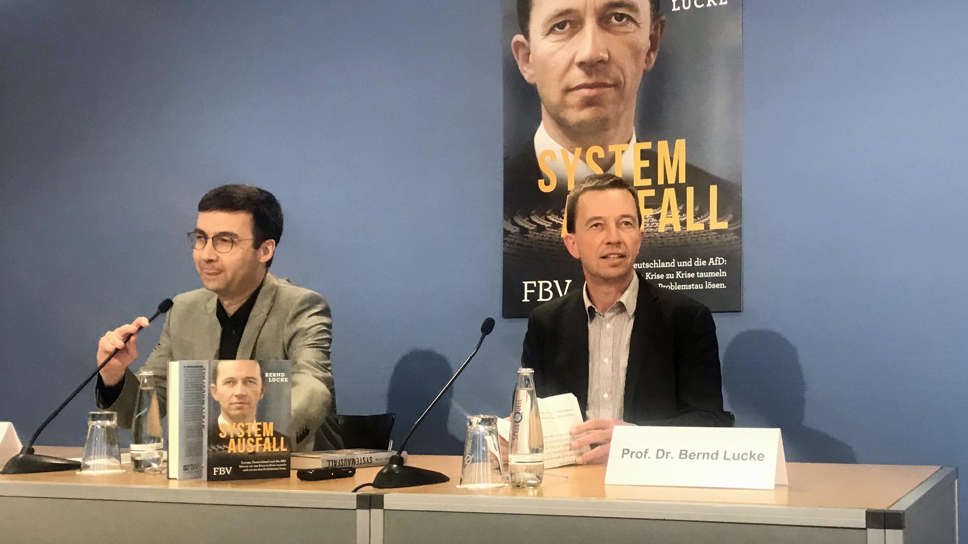 (v.l.) Journalist Alexander Kissler und Bernd Lucke in Berlin