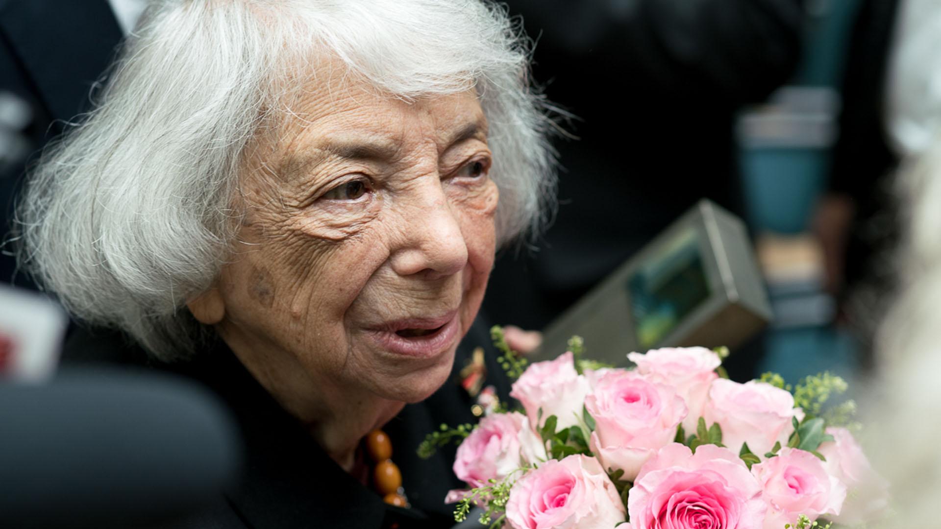 """Margot Friedländer ist eine der letzten Zeitzeugen des Holocausts. Diese Woche hat sie den """"Talisman""""-Preis der Deutschlandstiftung Integration bekommen"""