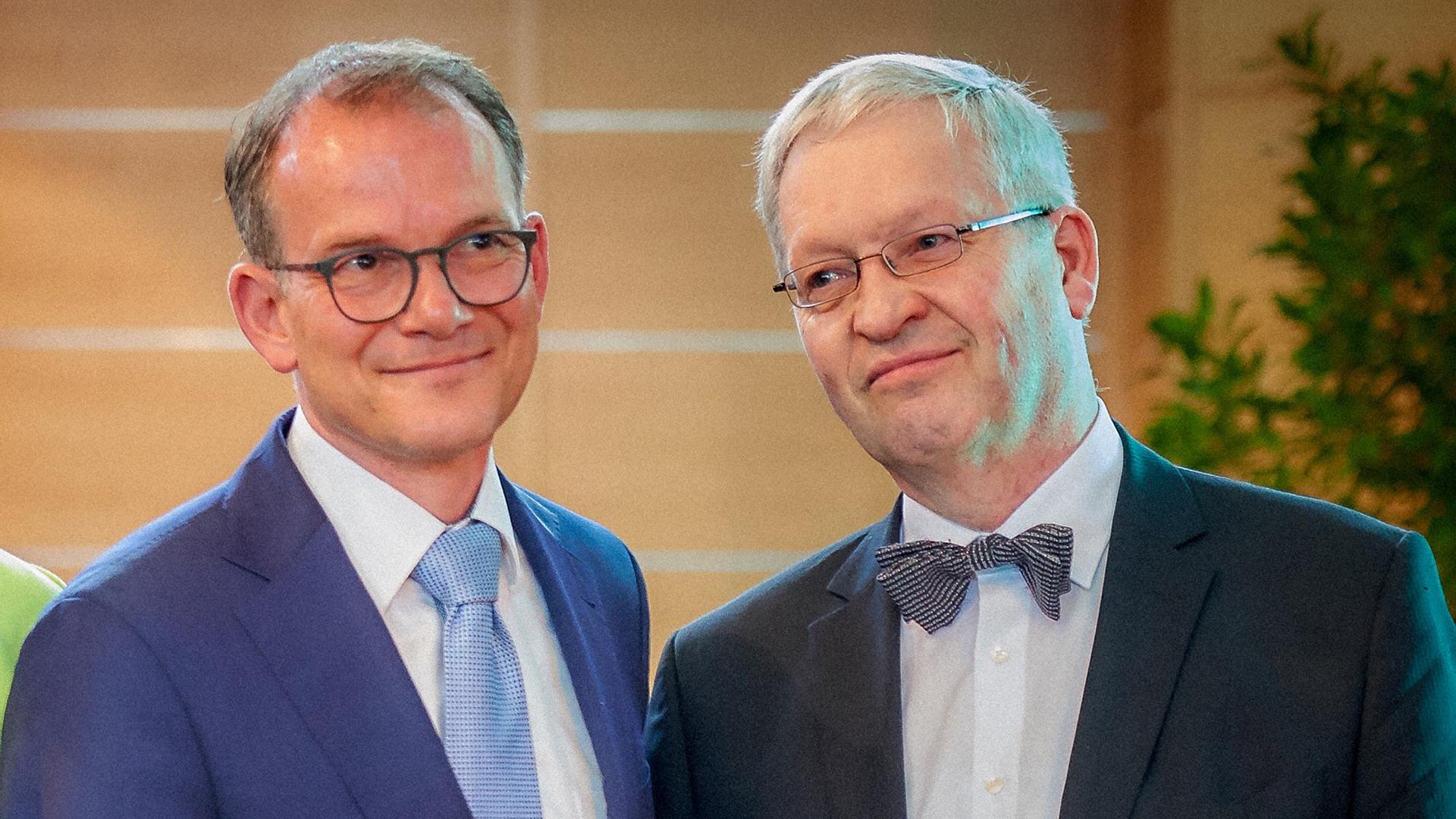 Der neue DEA-Generalsekretär Reinhardt Schink (links) mit seinem Vorgänger Hartmut Steeb