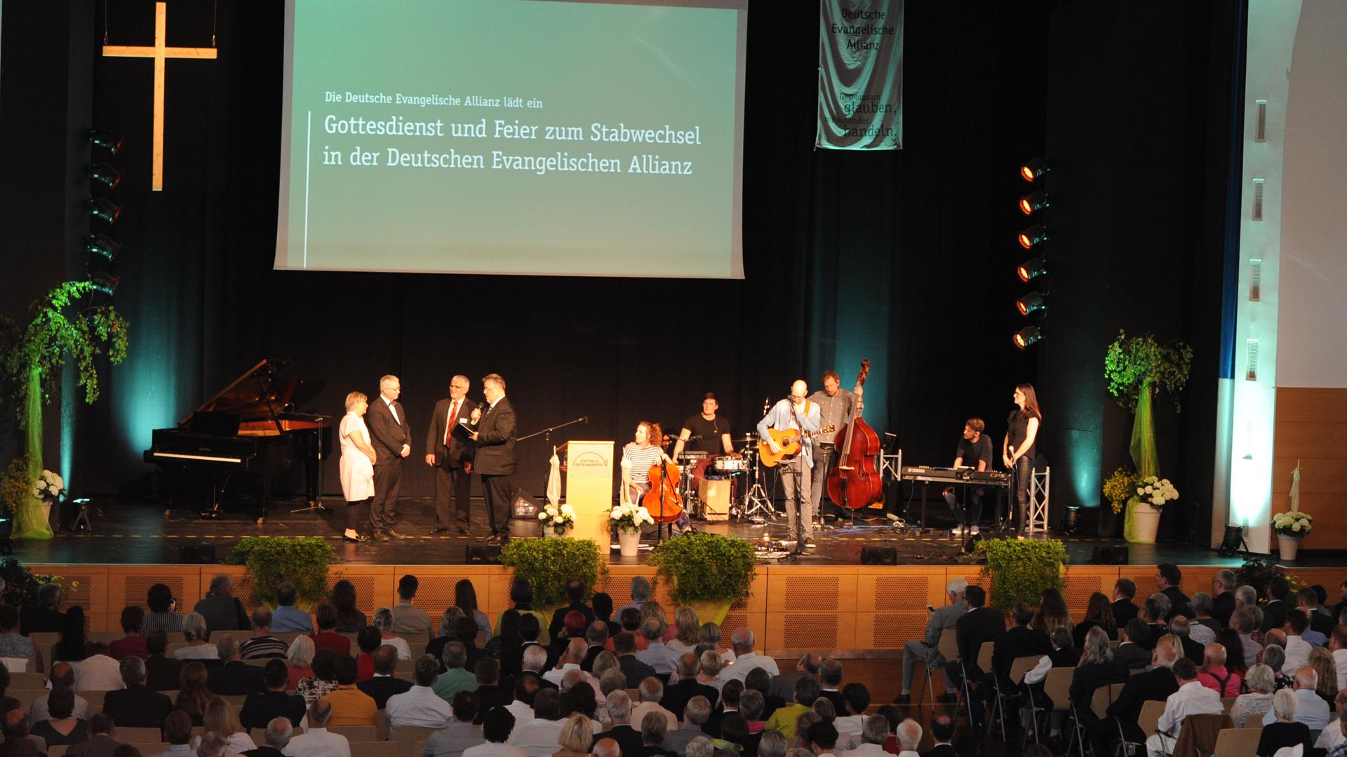 Die DEA hatte zum Festgottesdienst in die Stadthalle von Bad Blankenburg geladen