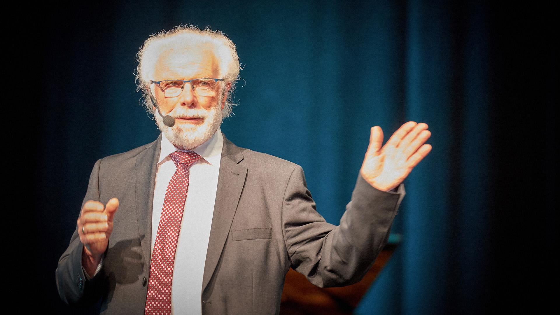 Der ehemalige DEA-Vorsitzende Peter Strauch hielt die Festansprache