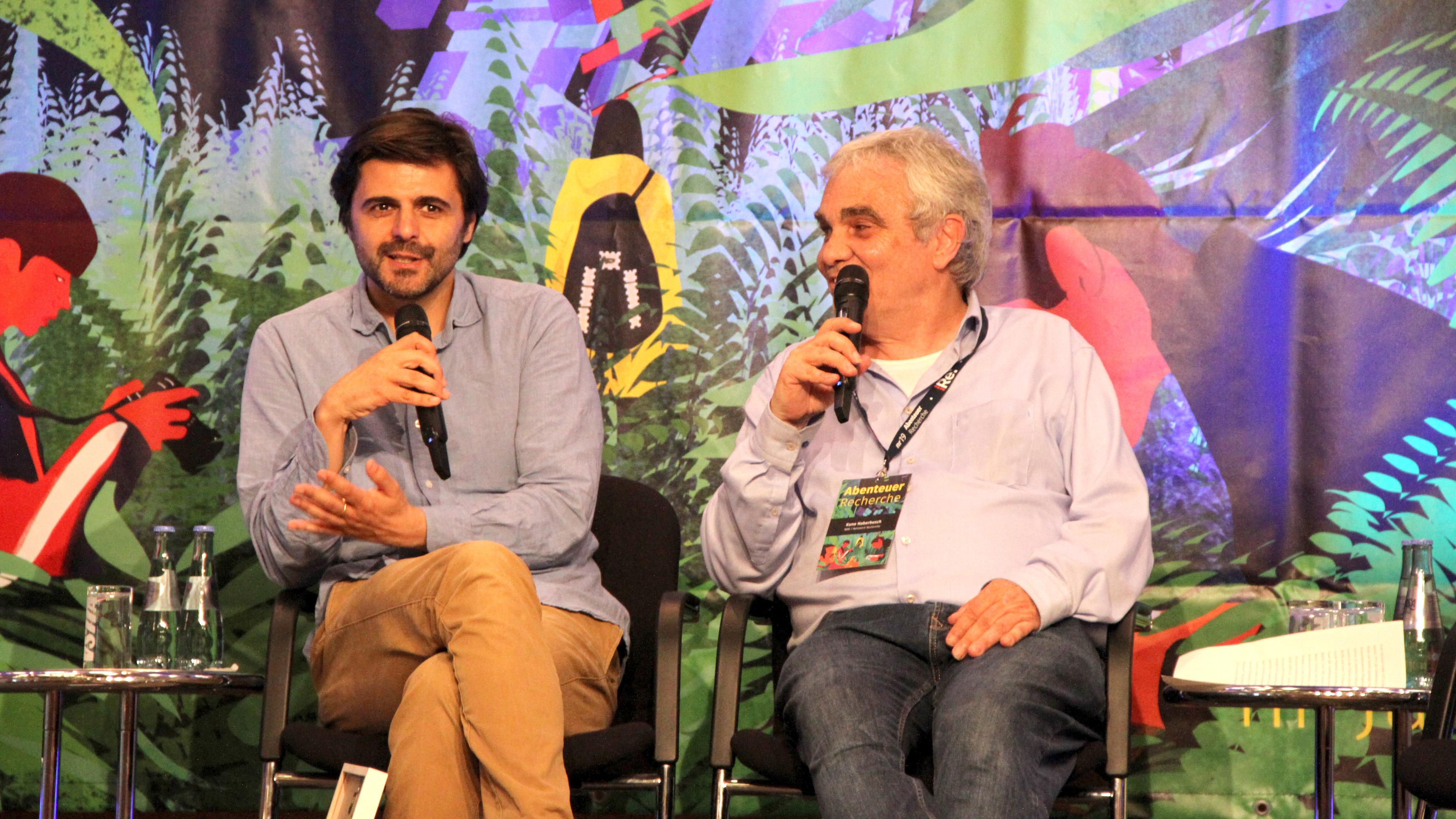 """Reporter Juan Moreno (links) hat den """"Leuchtturm für besondere publizistische Leistungen"""" erhalten"""