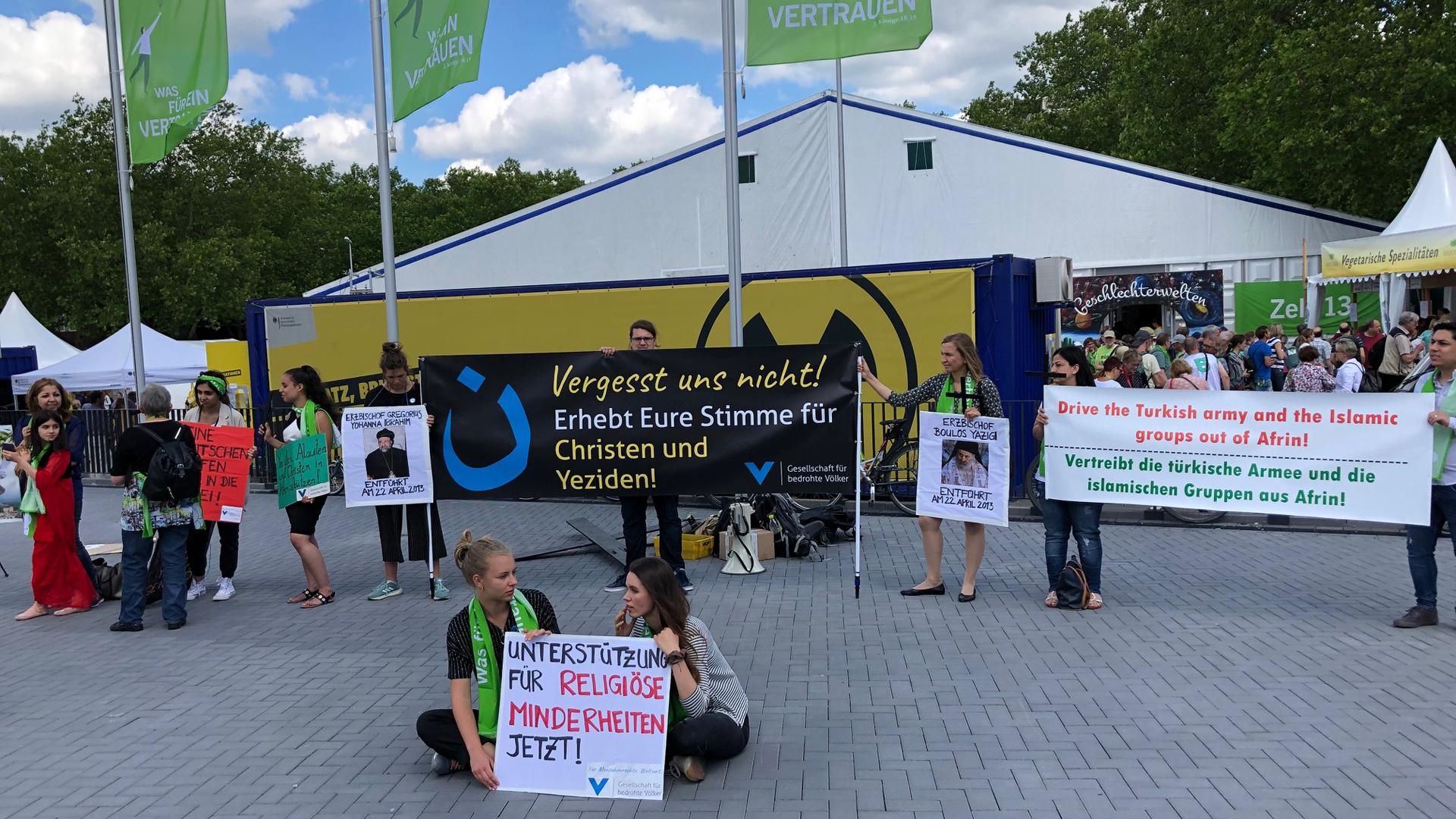 Kleine Demo für verfolgte Christen und Jesiden