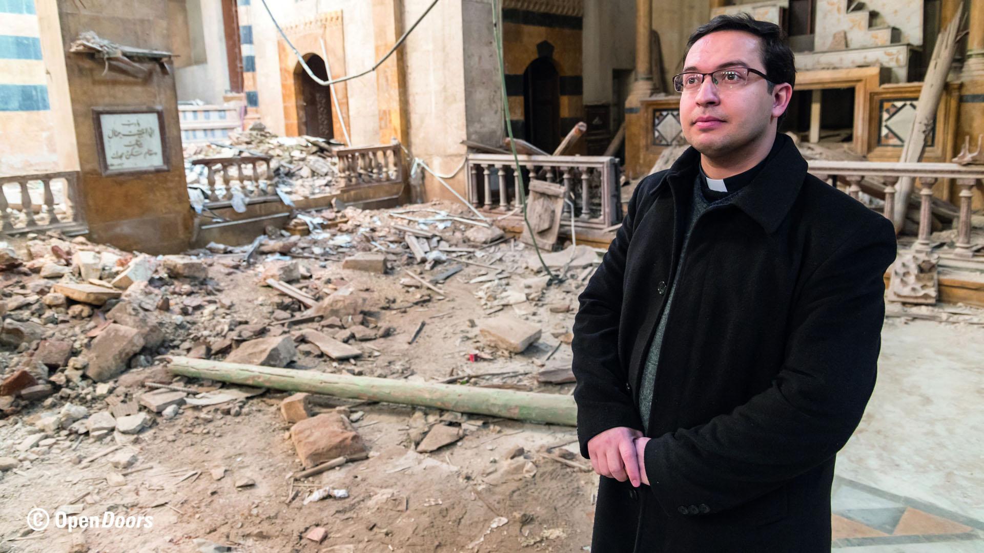 Pater Toni Tahan im Januar 2018 in einer armenisch-katholischen Kirche in Aleppo, die bei einem Angriff durch Bomben zerstörte wurde