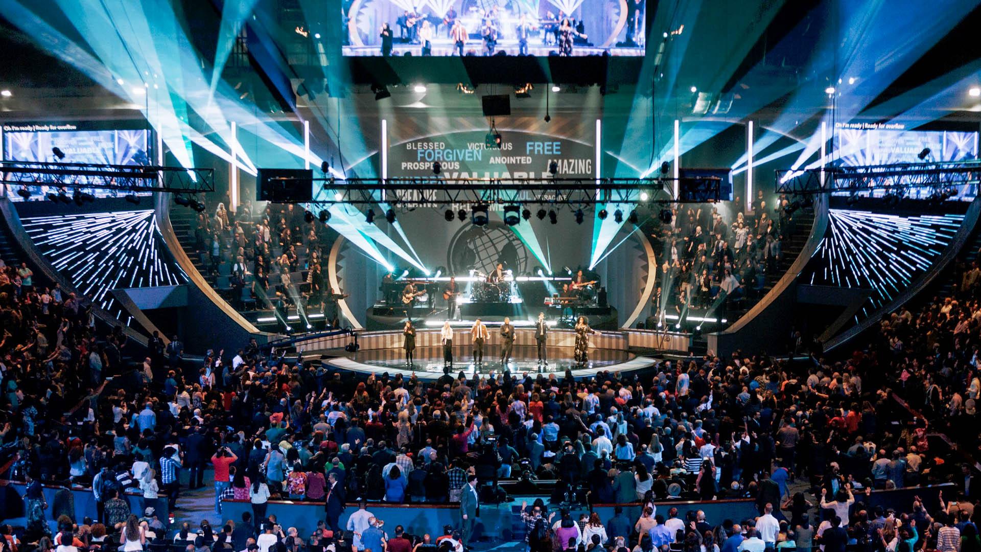 Zeitgenössische Musik, lebensnahe Predigten, unterhaltsame Gottesdienste – Megakirchen orientieren sich an den Bedürfnissen moderner Kunden