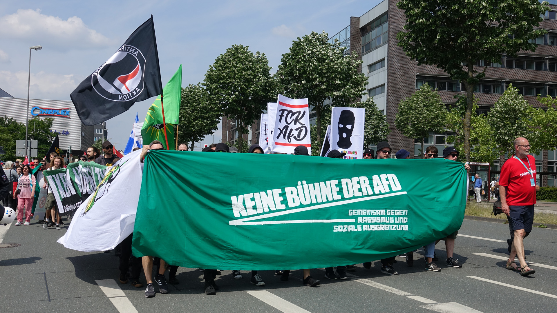 Rechtspopulisten, zum Beispiel von der AfD, auszugrenzen und die Kommunikation zu verweigern, sei nicht hilfreich, meint der Jurist Bernhard Schlink