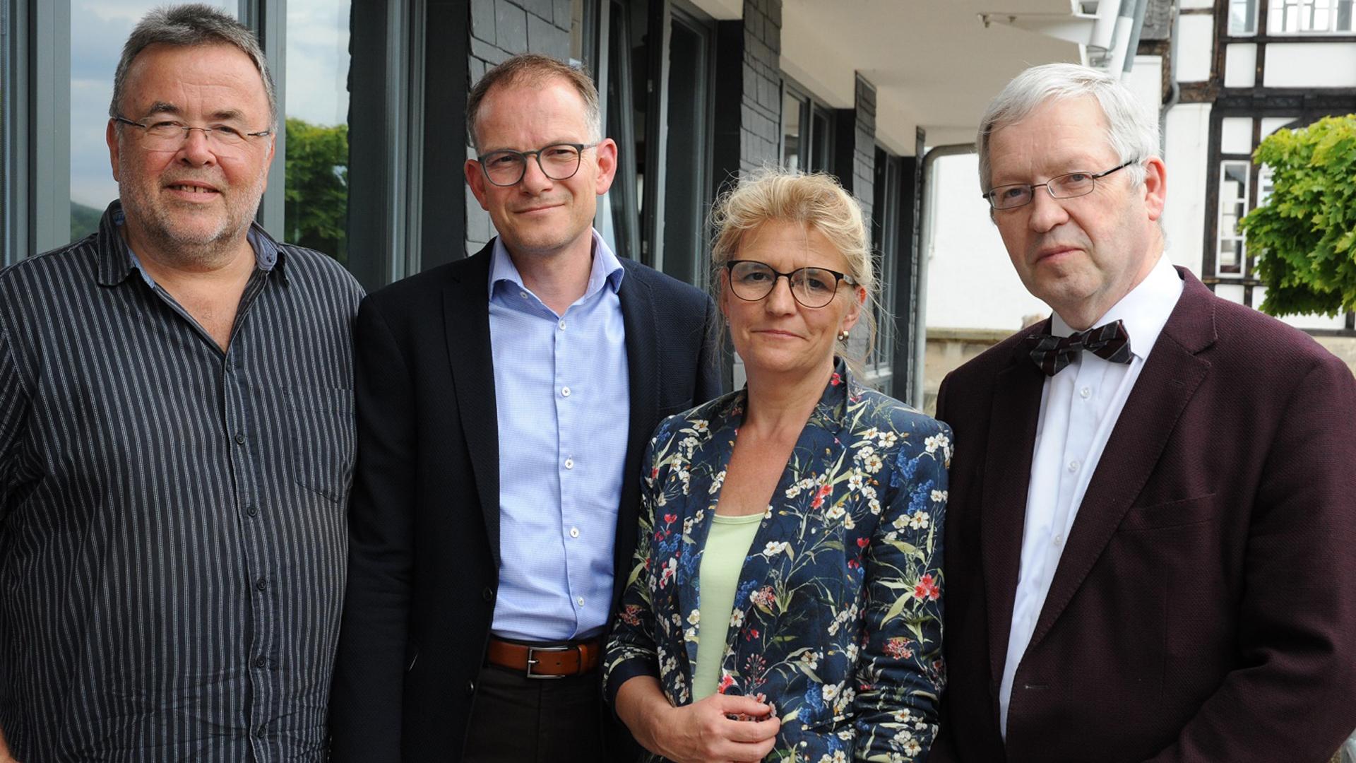 Die Deutsche Evangelische Allianz unterstützt eine Petition für eine hessische Christin, die in den Iran abgeschoben werden soll: Ekkehart Vetter, Reinhardt Schink, Gabriele Fischer, Hartmut Steeb