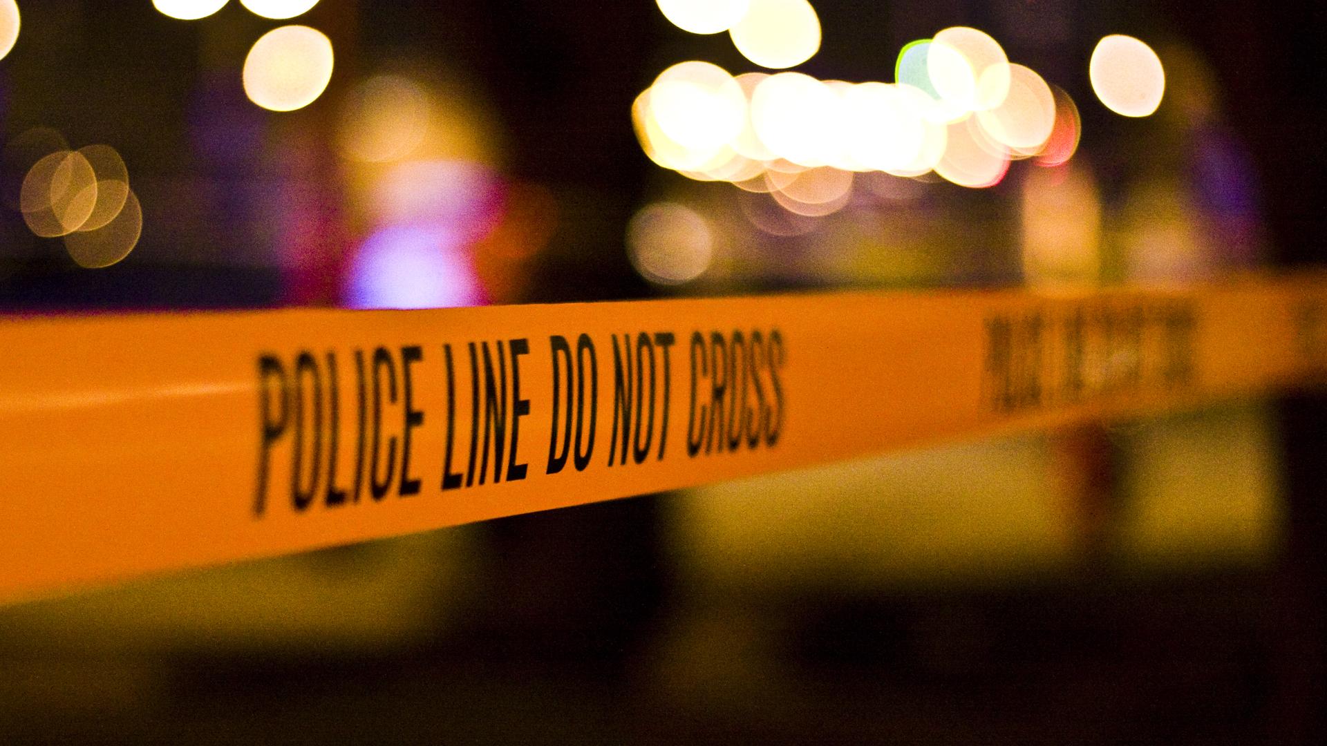 Das Absperrband der Polizei bei einem Tatort (Symbolbild)