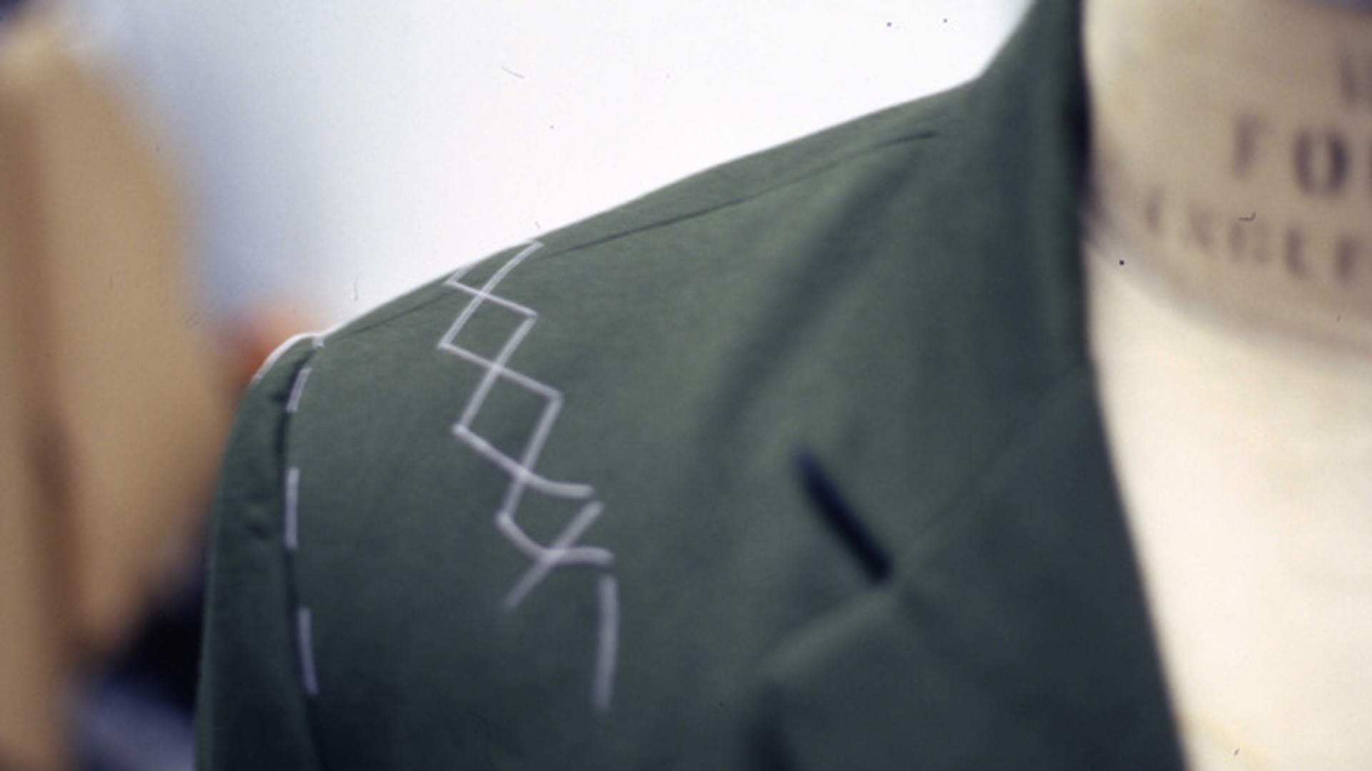 """Kleidung, die fair produziert ist, soll demnächst mit dem """"Grünen Knopf"""" gekennzeichnet werden"""