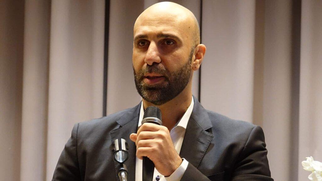 """Ahmad Mansour sprach zum Thema """"Klartext Integration"""". So heißt auch sein aktuelles Buch."""