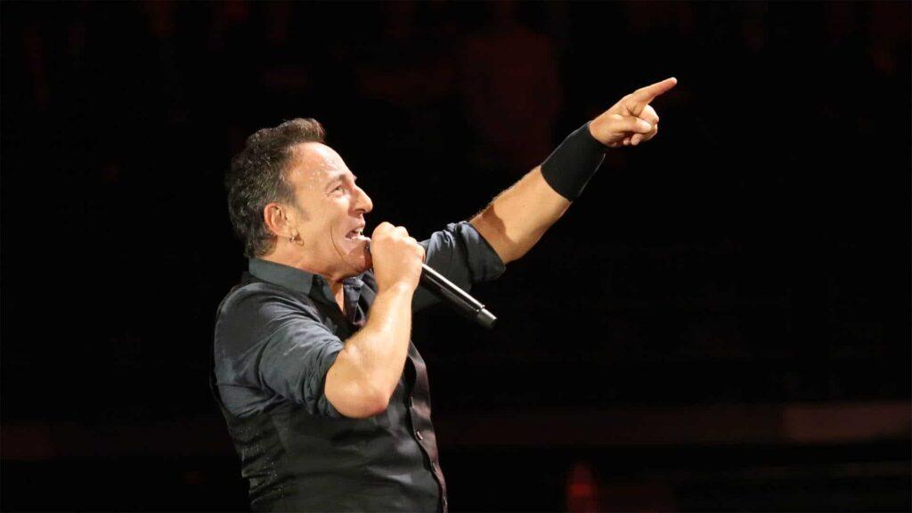 Der amerikanische Rockstar Bruce Springsteen wird 70. Für Netflix nahm er eine Broadway-Show auf – und stimmte ungewohnt leise Töne an.