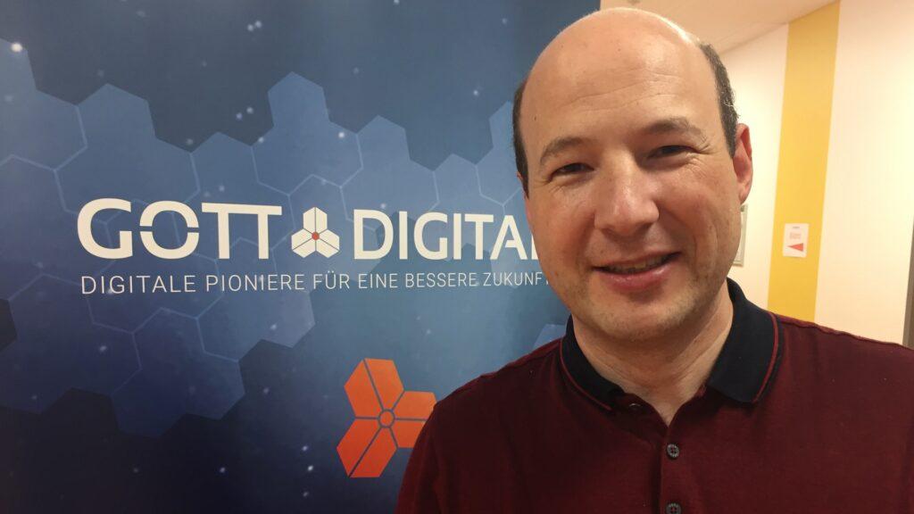Michael Zettl, Mitglied im Leitungsteam bei Gott@Digital und IT-Profi, ist der Meinung, dass viele christliche Gemeinden und Organisationen Prozesse nicht effektiv genug gestalten