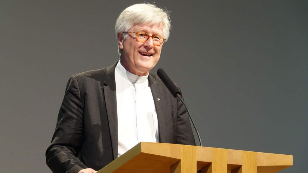 Heinrich Bedford-Strohm setzt sich für ein Seenotrettungsschiff im Mittelmeer ein, an dessen Kauf sich auch die Kirche beteiligen soll