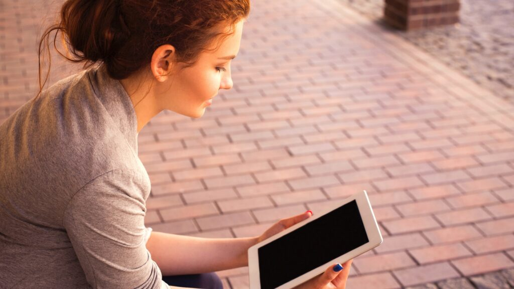 99 Prozent der Jugendlichen im Alter zwischen 15 und 17 Jahren benutzen ein digitales Endgerät
