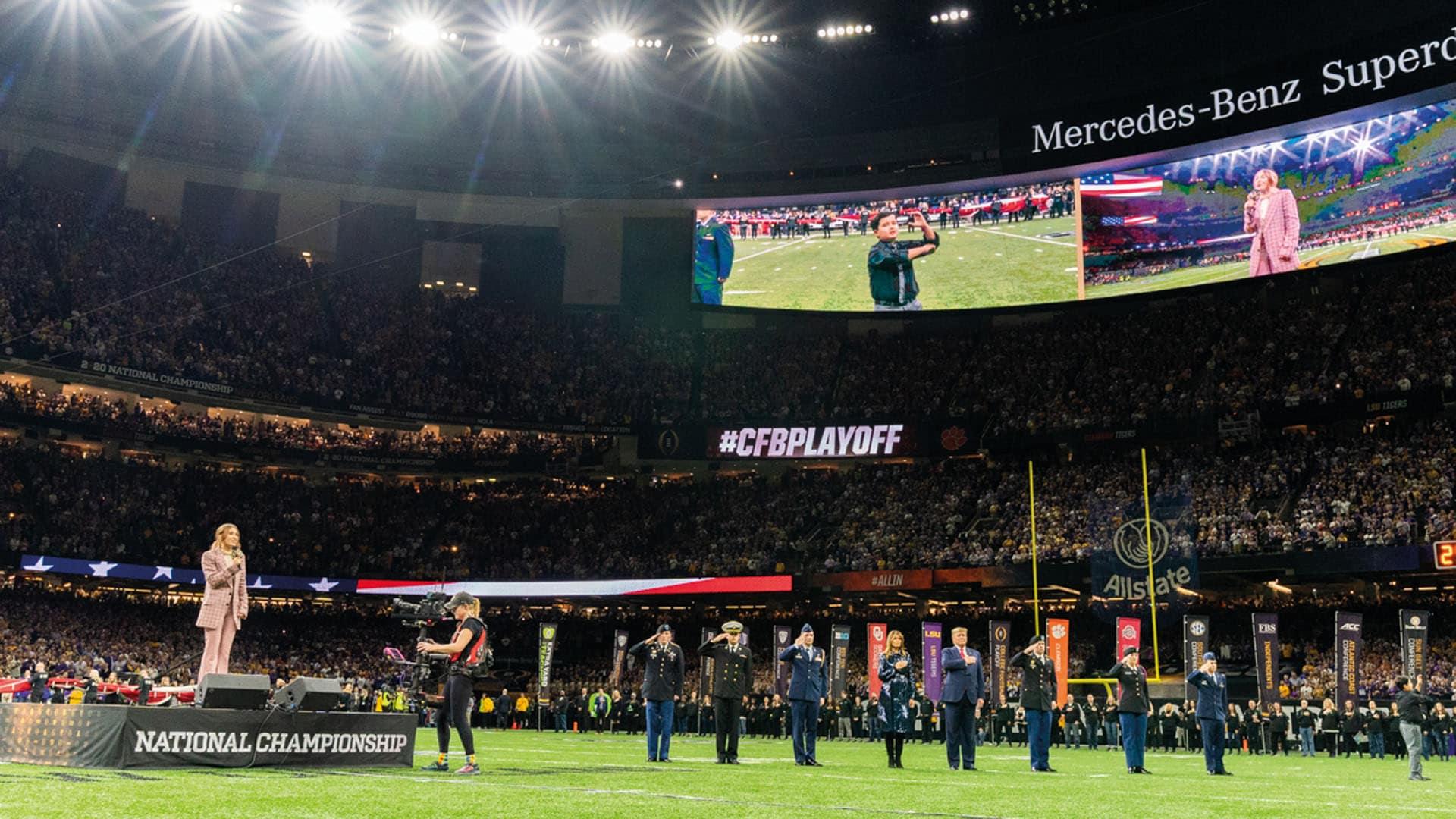 """Am 13. Januar sang die Künstlerin beim """"College Football National Playoff"""" in New Orleans die amerikanische Nationalhymne – vor dem amerikanischen Präsidenten Donald Trump, dessen Ehefrau Melania sowie tausenden Anwesenden vor Ort und Millionen von Fernsehzuschauern."""