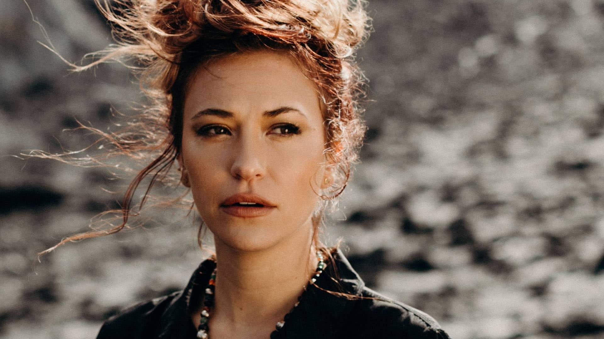 """Nachdem ihr Song """"You Say"""" im Herbst 2019 mehr als 62 Wochen auf Platz eins der christlichen Billboard-Charts rangierte, brach sie damit den Rekord Hillsong United mit """"Oceans"""""""