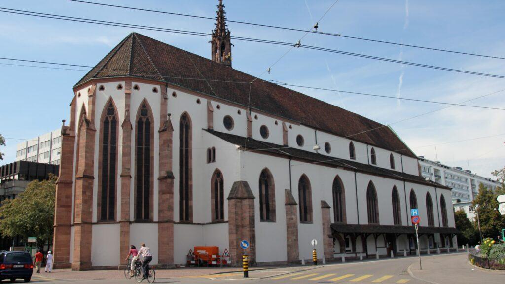 Das Kirchenschiff der Basler Predigerkirche wird kurzzeitig eine Außenstelle des Universitätsspitals beherbergen