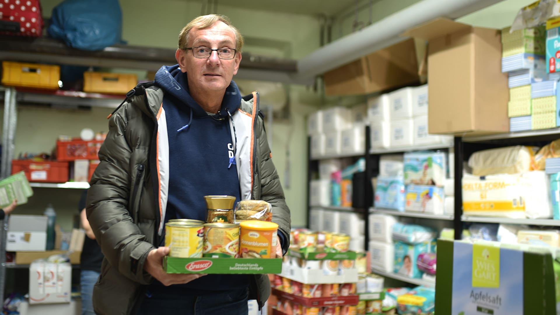 Die Tafeln und andere soziale Einrichtungen haben geschlossen – manche Familien sind aber auf kostenlose Mahlzeiten angewiesen. Die Arche bringt das Essen für die Kinder nun nach Hause.