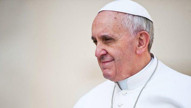 Der Papst ist eine öffentliche Person. Dass er für die Not der Welt betet, wird daher auch öffentlich wahrgenommen.