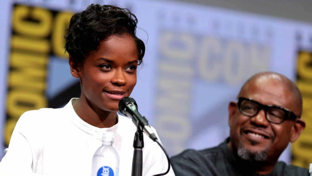 """Letitia Wright ist bekannt aus dem Oscar-prämierten Science-Fiction-Film """"Black Panther"""". Auf Instagram sprach sie in einem Video über ihren Glauben."""