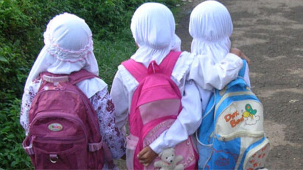 In Hessen gibt es keinen islamischen Religionsunterricht mehr an Schulen. Stattdessen wird es das Fach Islamkunde geben.