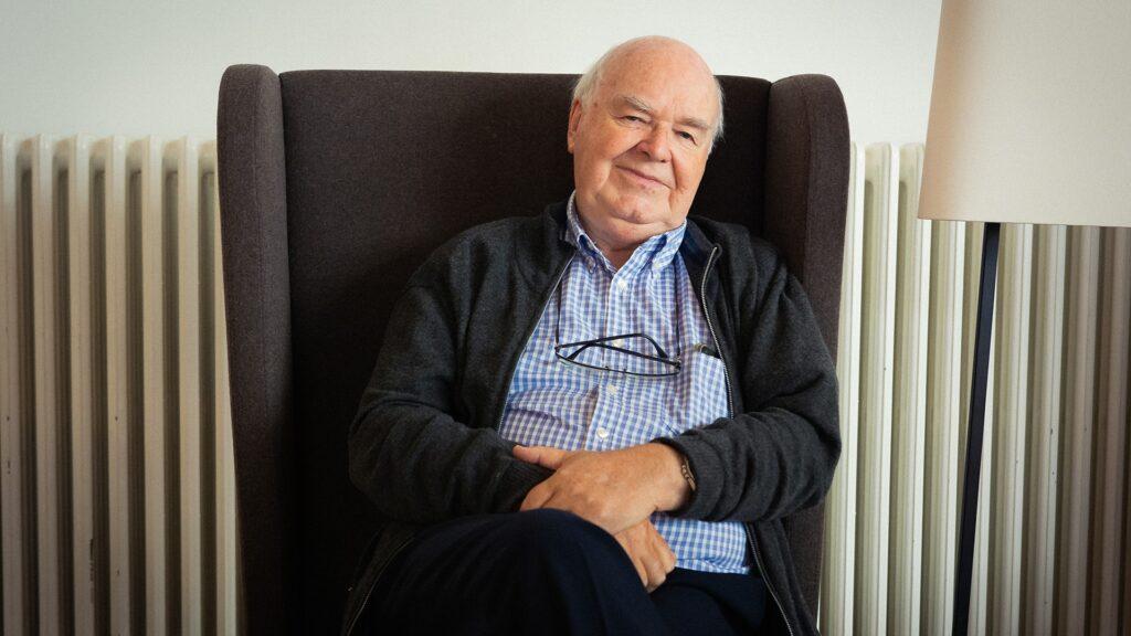 John Lennox lehrte Mathematik an der Universität Oxford, ist aber für seine Vorträge und Bücher über den christlichen Glauben bekannt