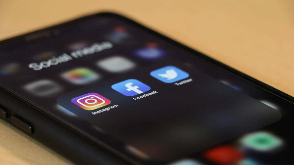 Anbieter sozialer Netzwerke müssen nun strafbare Inhalte dem Bundeskriminalamt melden