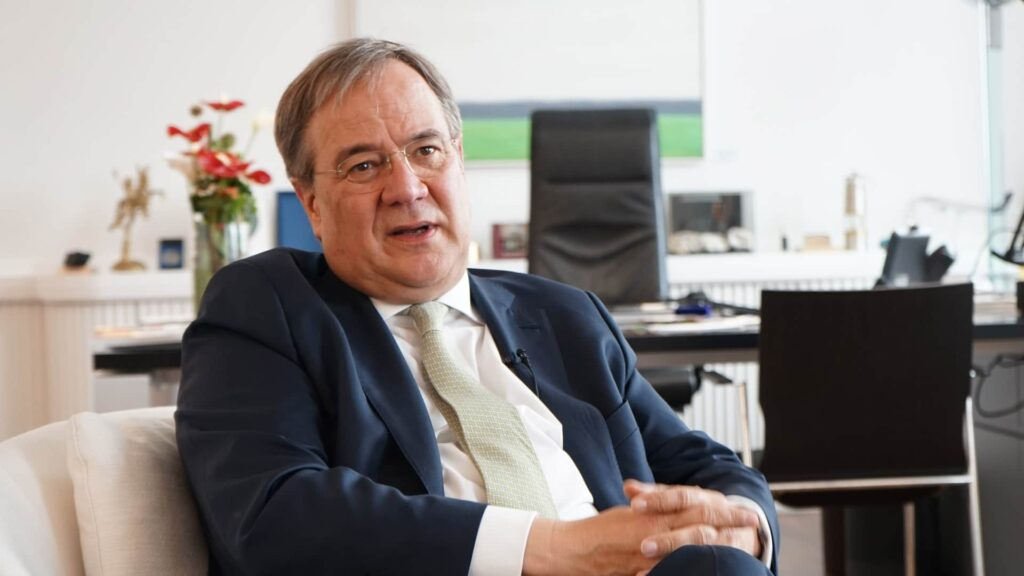 pro hat Armin Laschet in der Staatskanzlei in Düsseldorf getroffen