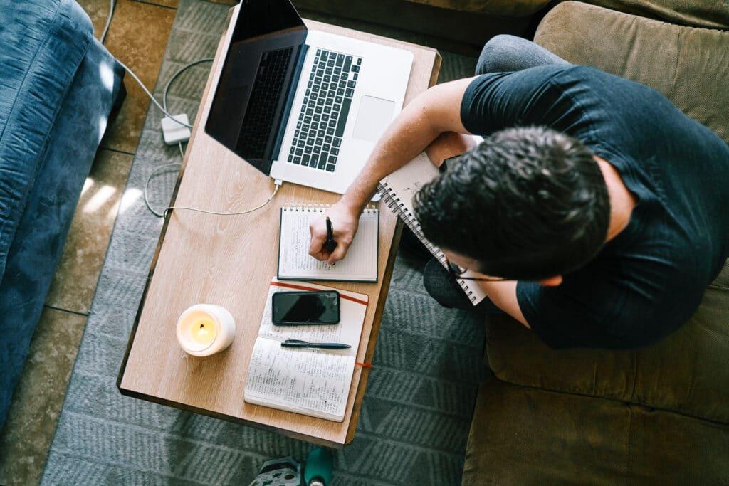 """Alleine oder zusammen die Bibel studieren: das ermöglicht der Online-Bibelkurs """"Bibel für alle"""""""