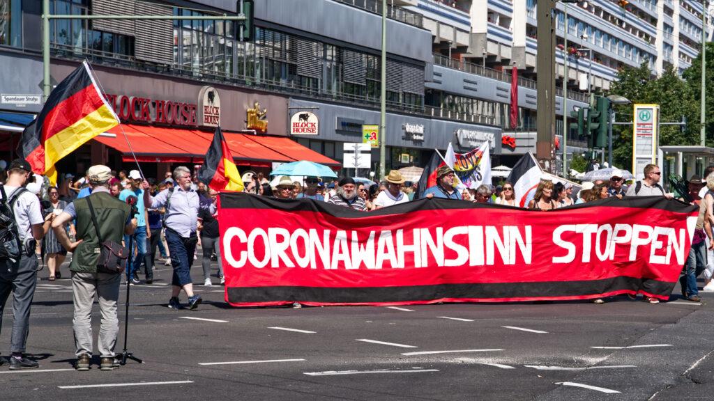 Rund 17.000 Menschen demonstrierten laut Polizei am Samstag in Berlin gegen die Corona-Maßnahmen