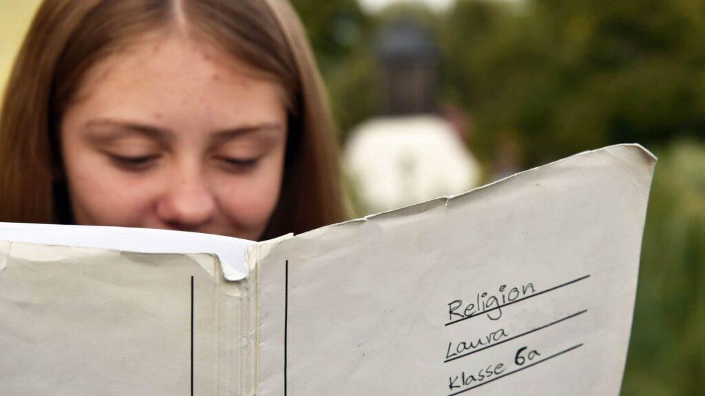 Verschiedene Wissenschaftler haben gemahnt, gerade jetzt in der Krise die Bedeutung des Religionsunterrichts nicht zu unterschätzen