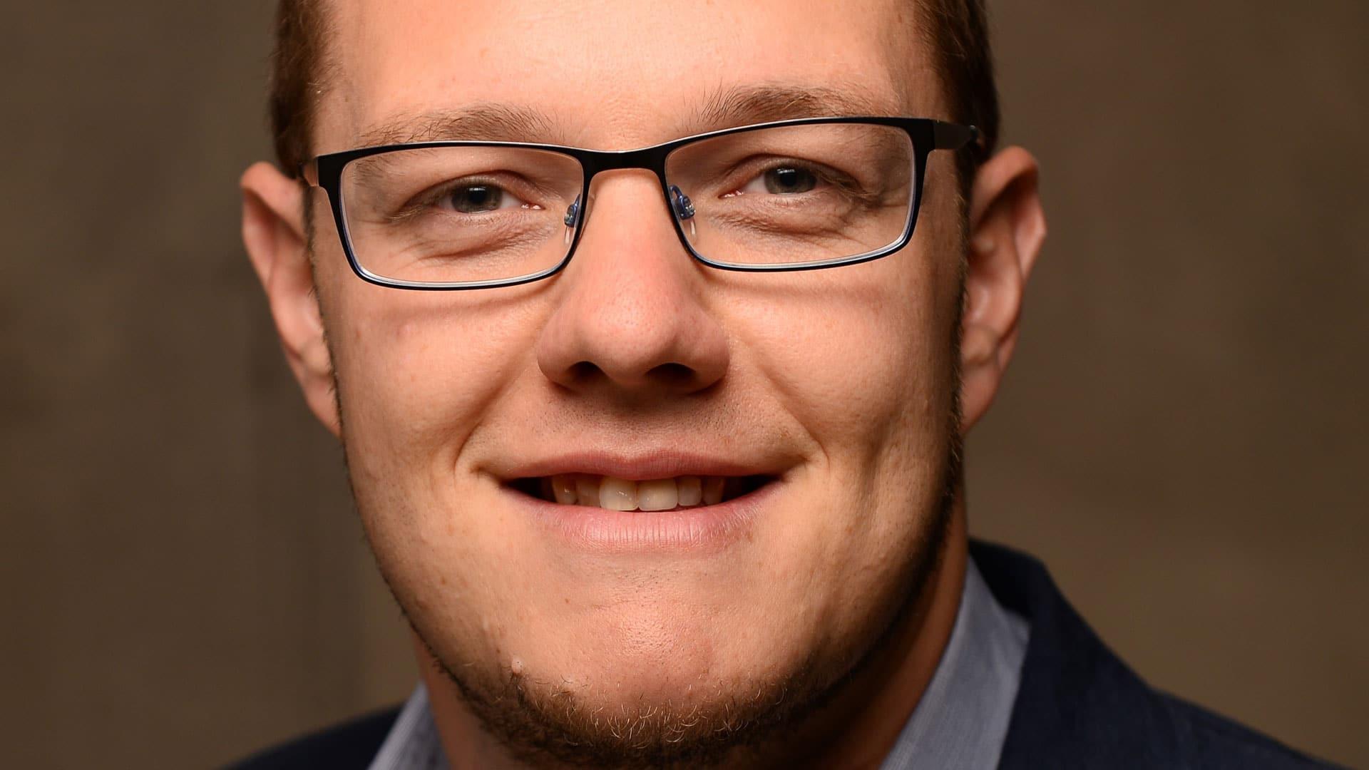 Florian Karcher ist Professor für Religions- und Gemeindepädagogik an der CVJM-Hochschule in Kassel und lehrt und forscht dort zu Themen der Jugendarbeit und neuen Formen von Kirche (Fresh X).