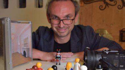 Micael Sommer mit seinen Playmobilfiguren