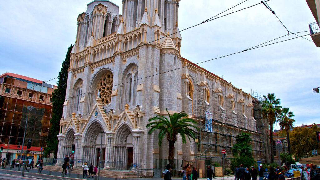 In der Kathedrale Notre Dame in Nizza hat ein Attentäter Menschen angegriffen