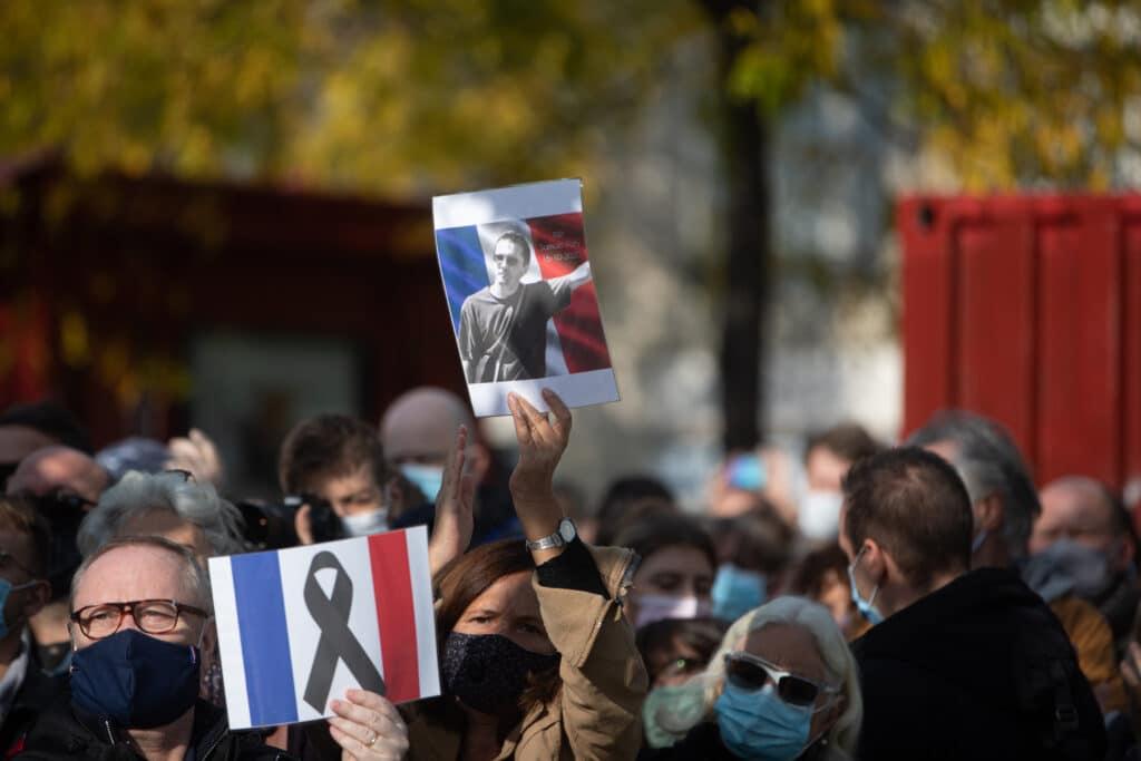 Nach dem Mord an dem Lehrer Samuel Paty, der im Unterricht Mohammed-Karikaturen zeigte, demonstrierten tausende Franzosen für Meinungsfreiheit