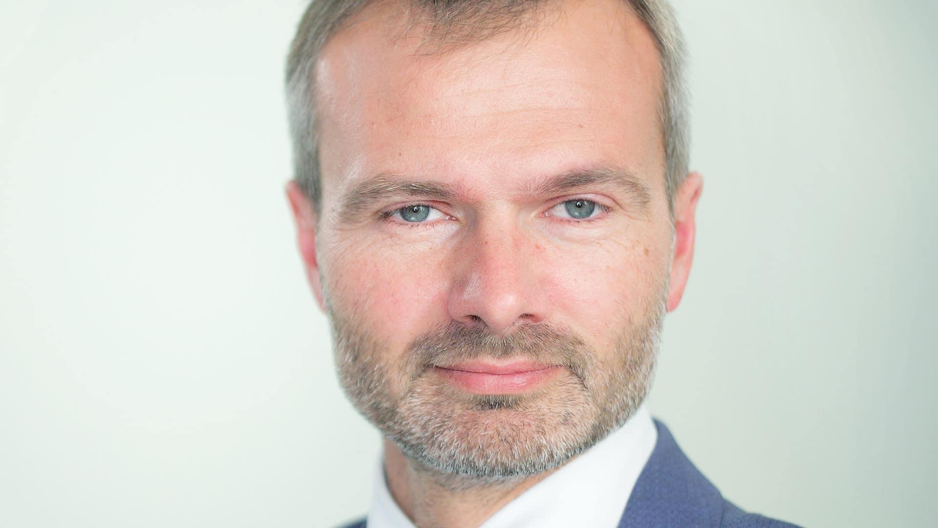 Hermann Frank, Jahrgang 1973, ist Rechtsanwalt und Strafverteidiger aus Chemnitz. Er engagiert sich in einer freien Gemeinde.