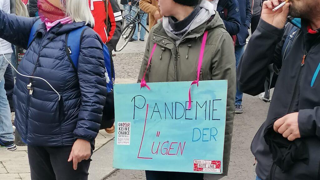 """Menschen auf """"Querdenken""""-Demonstrationen eint vor allem Misstrauen gegenüber der Regierung, den Medien oder dem Finanzsystem"""