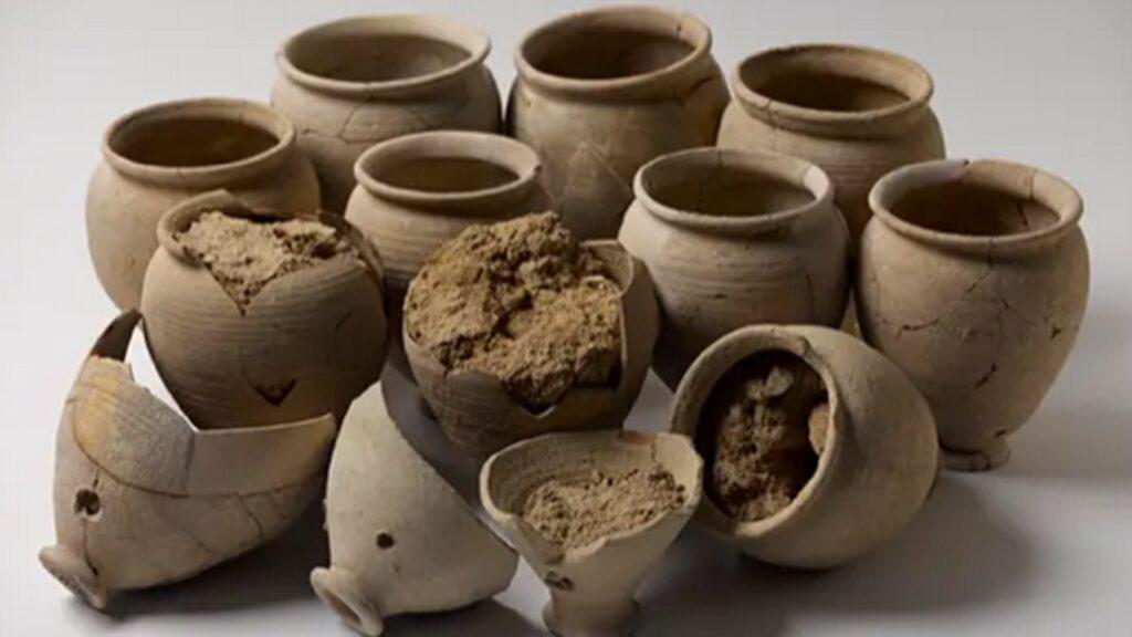 Vor mehr als 2.000 Jahren wurden in solchen Töpfen Bonsai-Bäume gezüchtet
