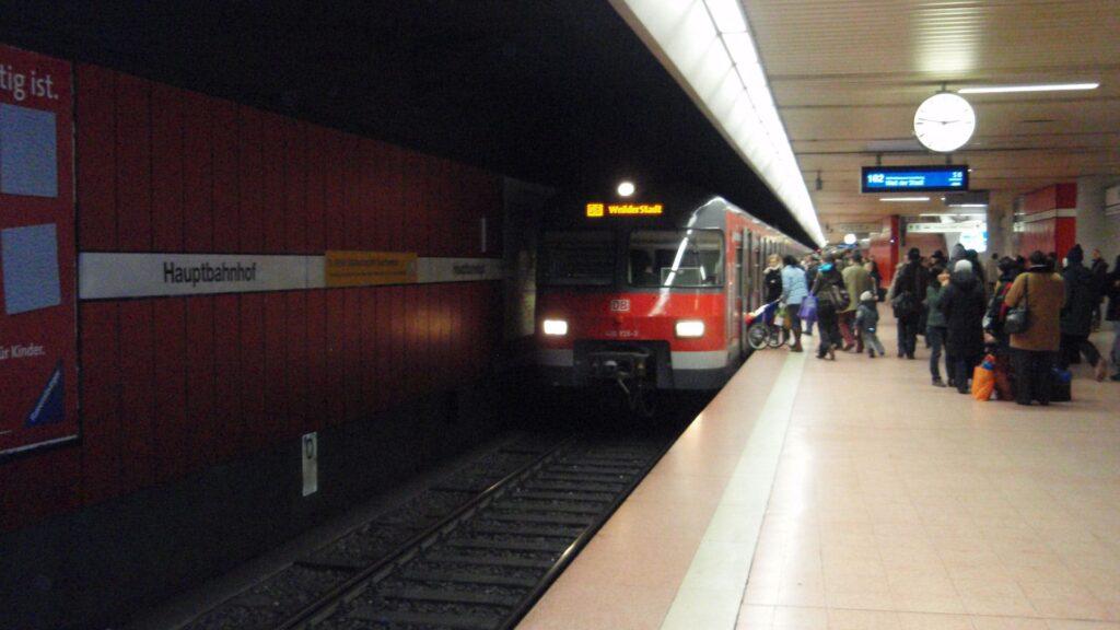 In den S-Bahnen des Stuttgarter Nahverkehrs sorgen Bibelsprüche für eine politische Auseinandersetzung