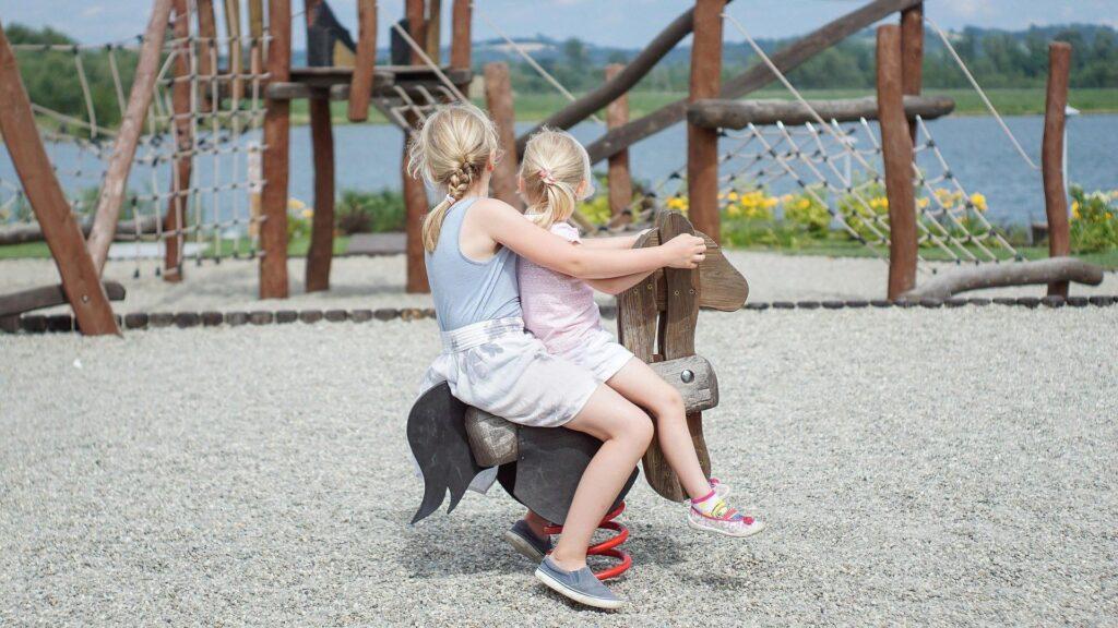 Spielplatz oder Parkplatz? Kinderrechte im Grundgesetz würden dafür sorgen, dass Belange von Kindern besser berücksichtigt werden, argumentieren Unterstützer des Vorhabens