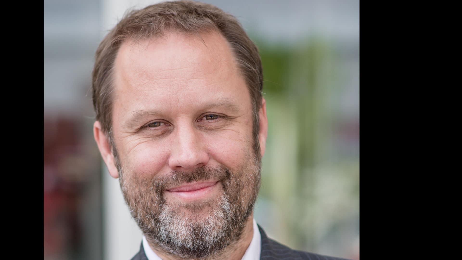 Philip Pöschl ist Gründer, Obmann und Referent des Vereins Safersurfing, einem Verein zum Schutz von Personen vor suchtfördernden Inhalten im Internet, im Besonderen Pornografie sowie Hilfestellung für Betroffene und Angehörige. Er lebt mit seiner Frau und seinen Kindern in Mödling bei Wien.