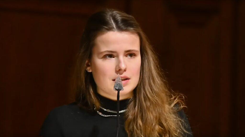Die Klimaaktivistin Luisa Neubauer sprach im Berliner Dom über die Notwendigkeit, sorgsam mit der Schöpfung umzugehen
