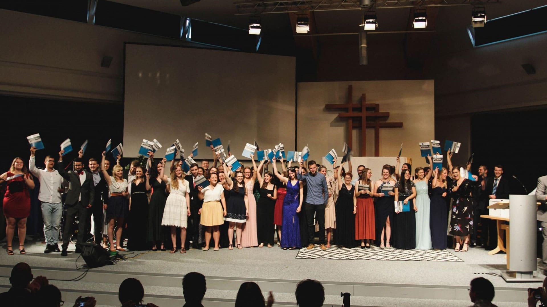 Die Absolventen beim Abschlussfest 2019 durften noch ohne Corona-Auflagen feiern.