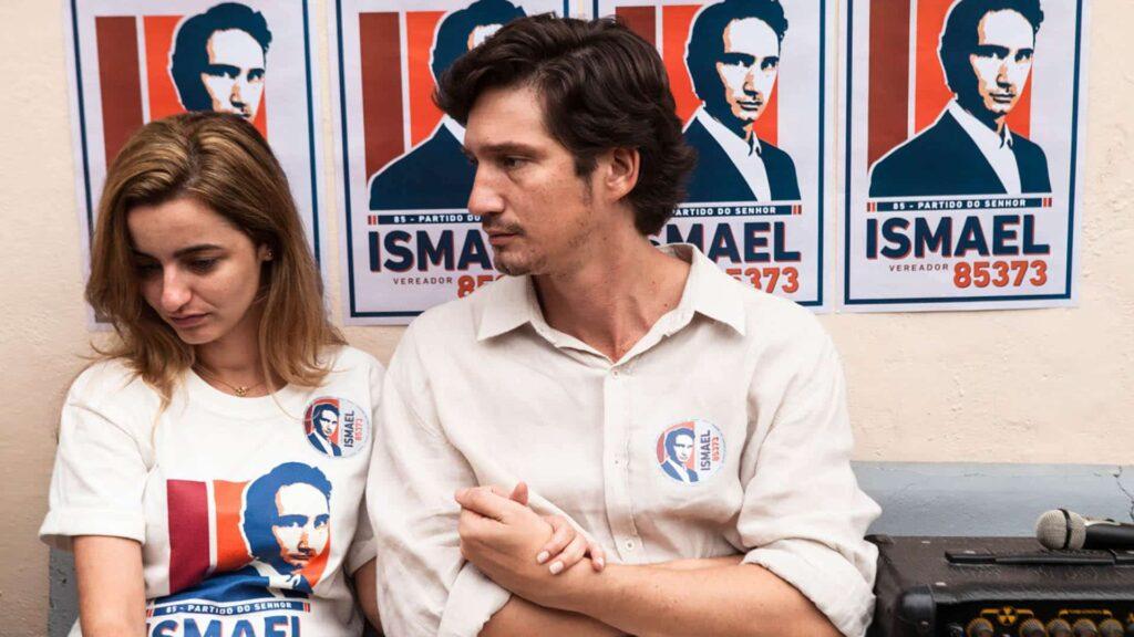 Ismael (links) will die Stadtratswahlen in einer Favela in Rio de Janeiro gewinnen. Eine Frau namens Gilda weigert sich, dem immer gewalttätigeren Druck der frommen Christen nachzugeben.