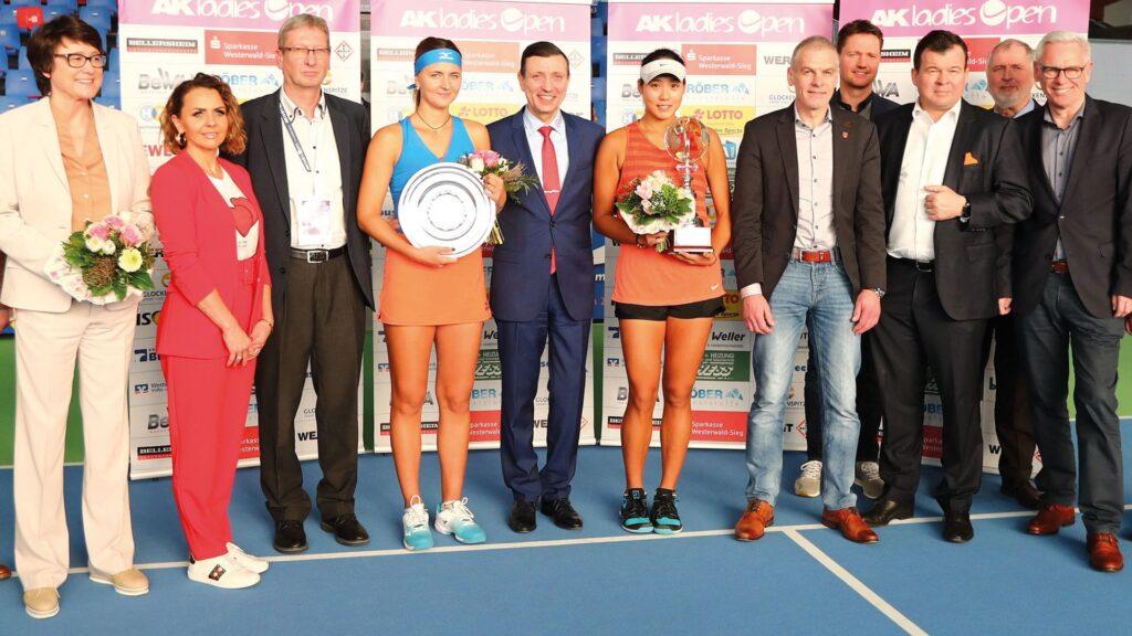 Die Sieger beim Tennisturnier in Altenkirchen, das von SRS durchgeführt wird.