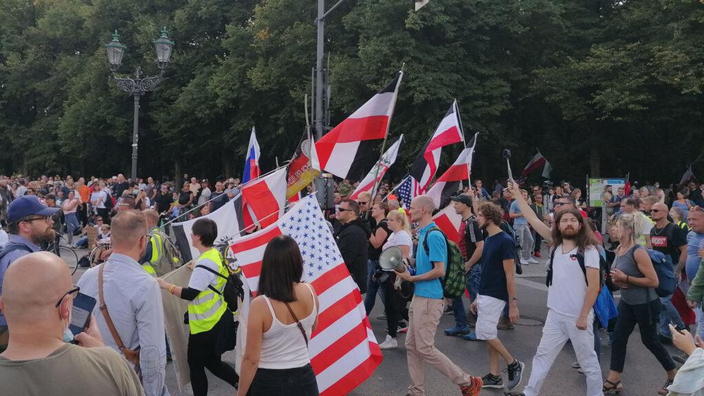 Demo mit Rechtsextremen
