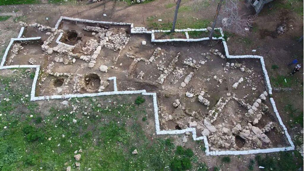 Auf diesem Gelände wurde die Tonscherbe entdeckt.